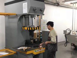 Jaapani kliendi testimine hüdrauliline pressmasin meie tehases