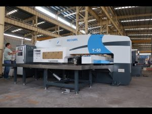 CNC hüdrauliline tornpump press 30-tonnise CNC mulgustamiseks vajutage masinale