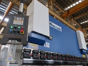 estun E210 juhtimissüsteemiga populaarne hüdrauliline Cnc-piduripedaal WC67Y- 125Ton / 3200mm inseneri teenindusega
