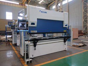 Wc67y-125t / 2500 hüdrauliline vajutus pidurikettaga painutusmasin hea hinnaga